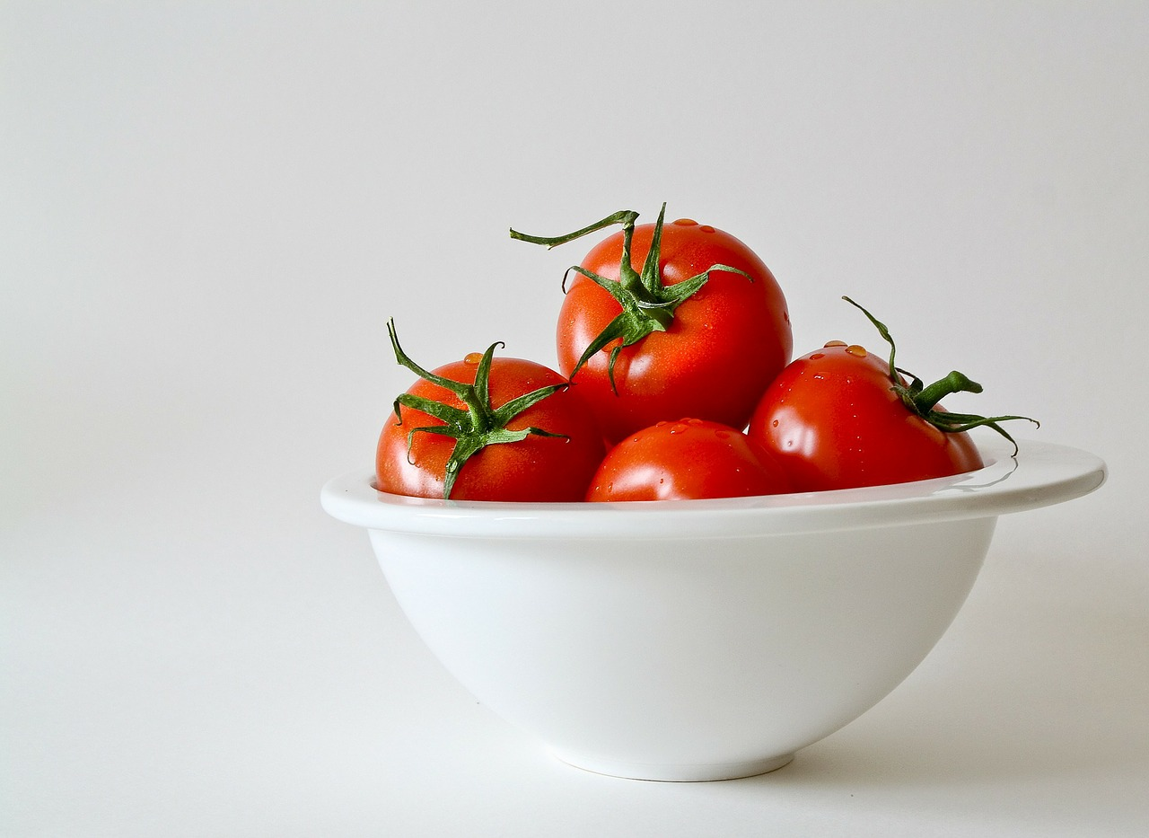 tomatoes-white-bkgnd